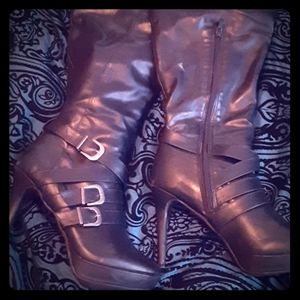 Gothic - above the knee stiletto boots!